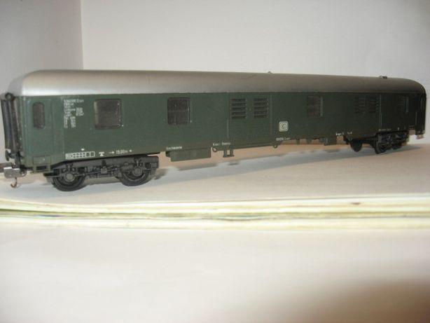 Багажный 4-х осный вагон Lima. Железная дорога Пико Piko 1.87