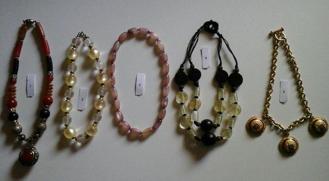 Diversos colares em bijuteria para Senhora