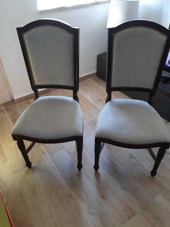 Cadeiras clássicas estofadas novas