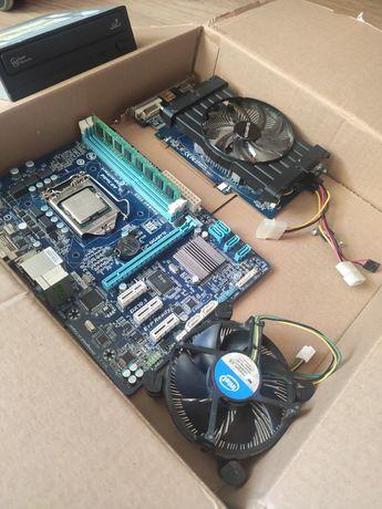 części komputerowe (karta graficzna, procesor, płyta główna)