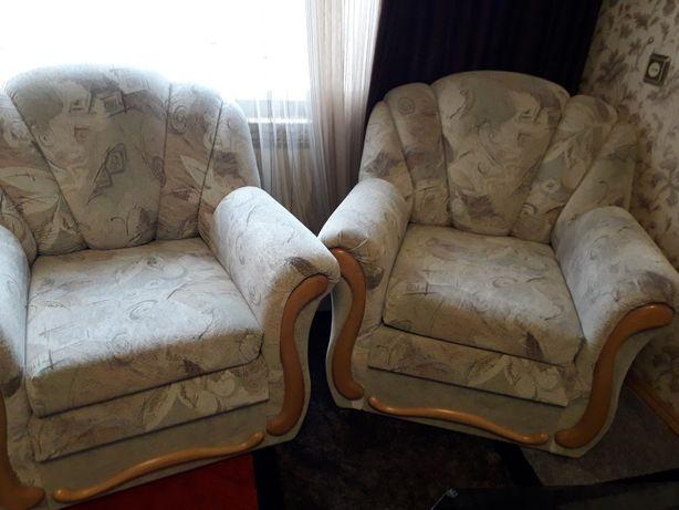 два кресла мягкие