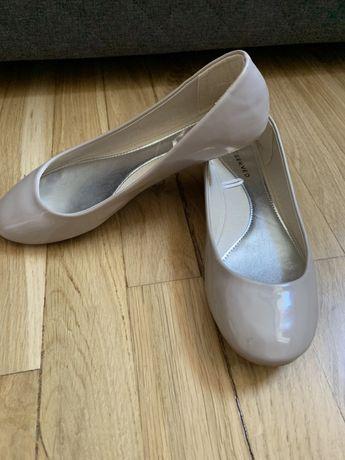 Lakierowane baleriny beżowe rozmiar 36