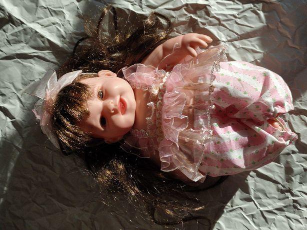 Кукла и мягкий бычок