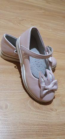 Туфли на девочку 30 размер.