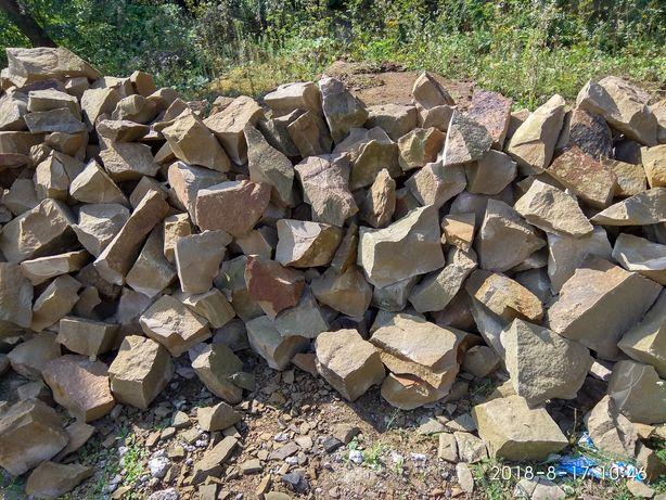 Камінь пісковик, бут, плитка, парапет, дашки