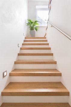 Сходи; Stairs; Лестницы. Балясини і підсходинки дуб, ясен.Виробник