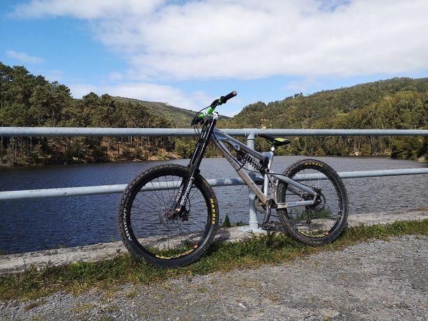 Bike Downhill/Freeride Intense