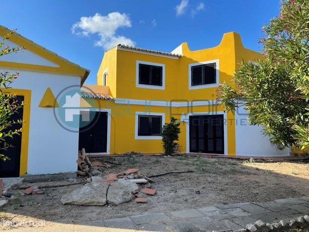 Moradia V3+5 para Renovação em Zona Residencial Privilegiada