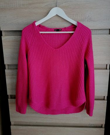 Różowy sweterek dekolt V