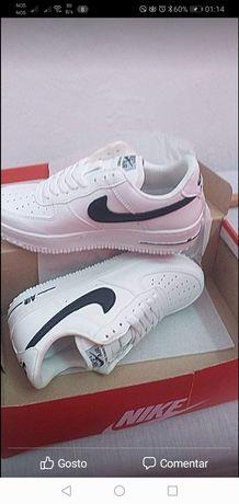 Ténis Brancos Air Force Nike