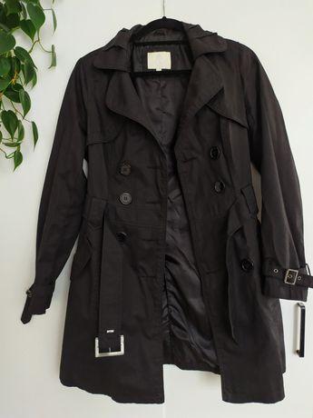 Czarny elegancki płaszcz trencz z paskiem