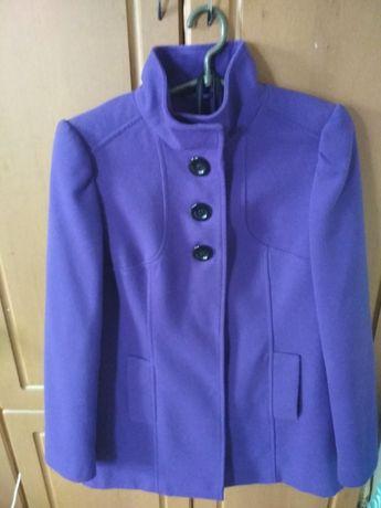 Продам полу-пальто F&F ,в отличном состоянии.