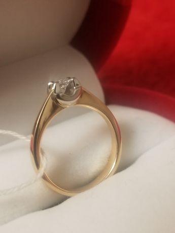 Каблучка з діамантом ... кольцо...