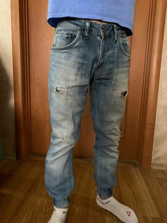 Светлые джинсы     .