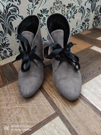 Замшеві ботинки напівчобітки осінні жіночі