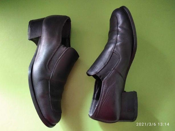 Жіночі  шкіряні туфлі Olip 40 розмір