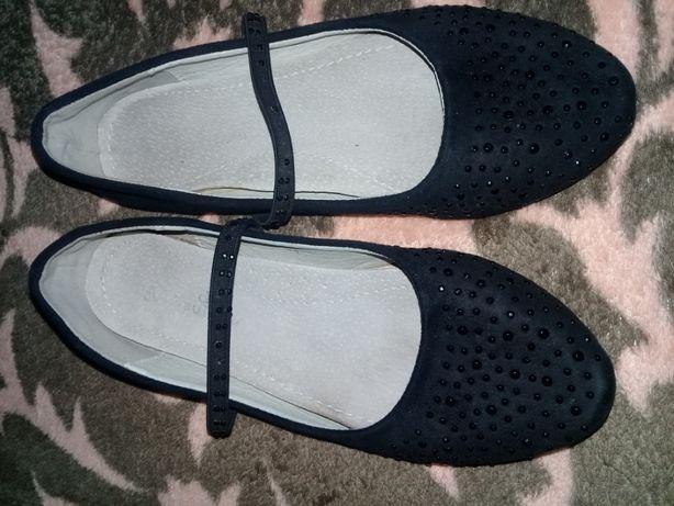 Продам туфли на девочку разм 34