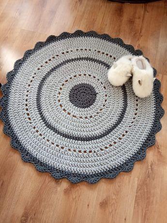 Własnoręczny dywan