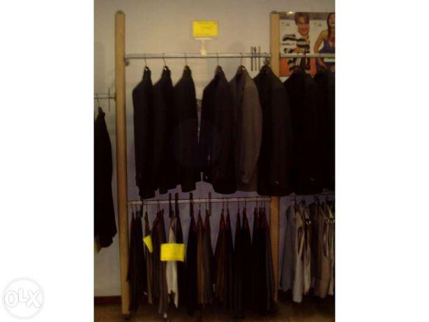 Expositor de fatos, calças, vestidos e outro vestuário