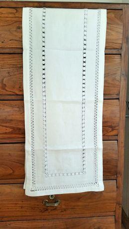 Naperon, toalha de linho para cómoda
