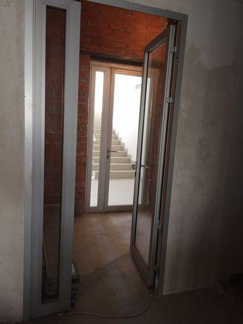 Двери алюминевые 2х створчатые