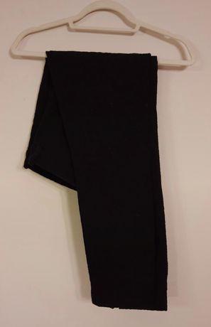 Czarne rurki z motywem haftu