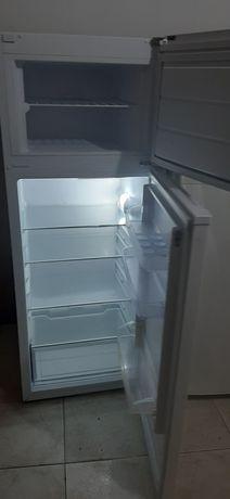 Frigorífico com congelador