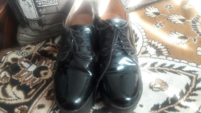 Продам туфли и балетки
