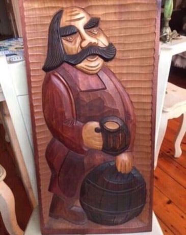 Płaskorzeźba drewniana Stanisław Muniak rzeźba z drewna duża piwosz