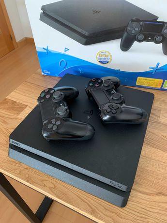 Playstation 4 - 500GB + 2 comandos + Mortal Combat X + Fifa21