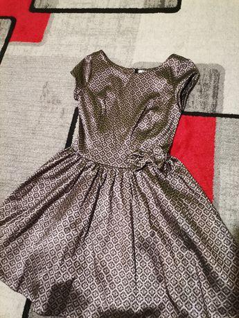 Nowa sukienka z kokardką
