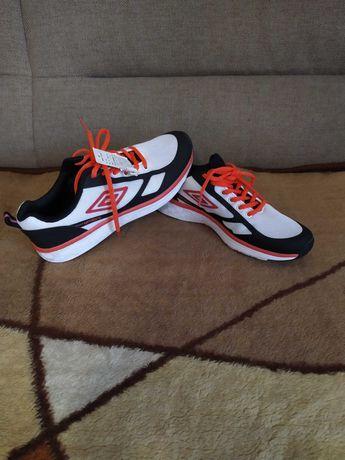 Nowe buty damskie sportowe Umbro rozmiar 39 dł wkł 26cm