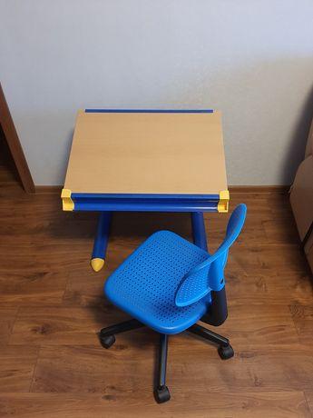 Продам детский столик(с 1-го по 6 -й  класс высота с регуляторм)