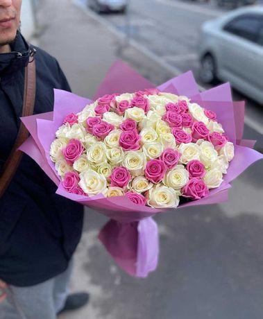 Микс 55 роз, белые и розовые - приятный подарок. Доставка цветов