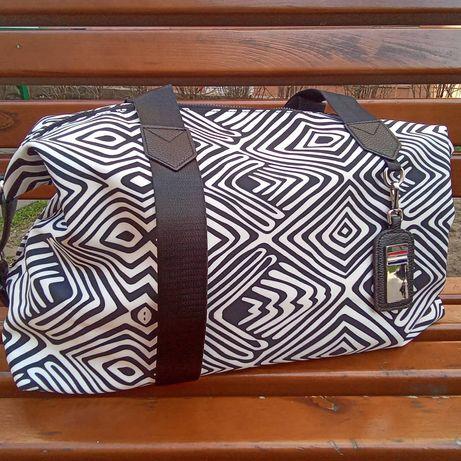 Женские дорожные спортивные сумки