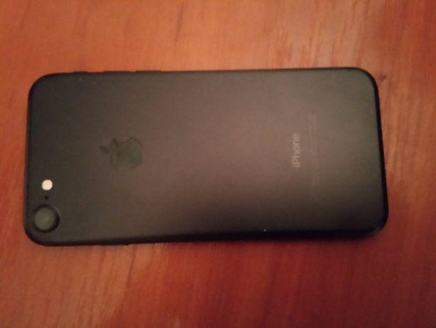 Продам Айфон 7 в хорошем состояние