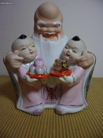 Buda Chinês em Biscuit e Vidrado com crianças