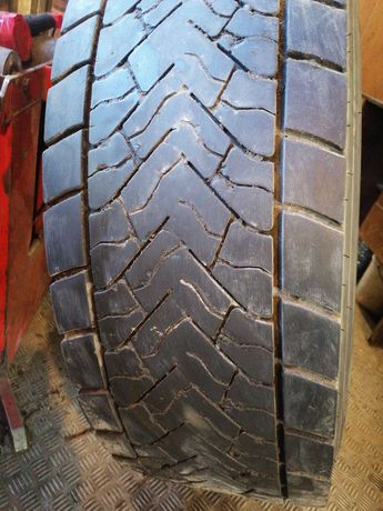 Грузовая шина бу 315/70R22,5 DUNLOP.