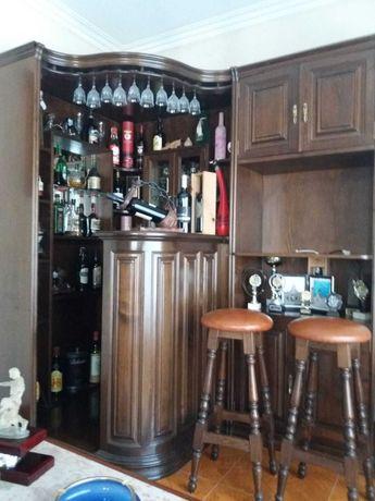 Bar com 2 bancos