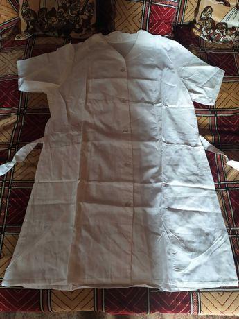 Медицинский белый халат.