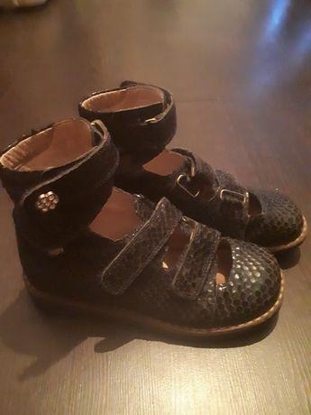 Ортопедическая турецкая кожаная обувь для девочки б/у