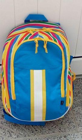 Mochilas mt resistentes, espaçosas e coloridas para a escola!