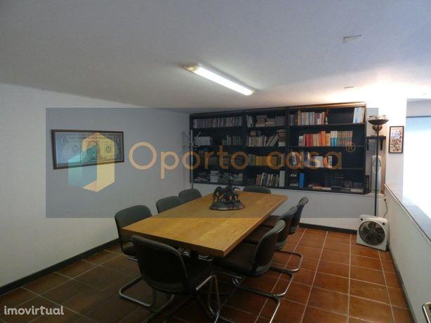 Espaço para Atividade de Comércio/Serviços ao metro do He...