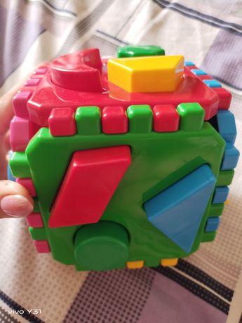 Куб сортер с геометрическими фигурами