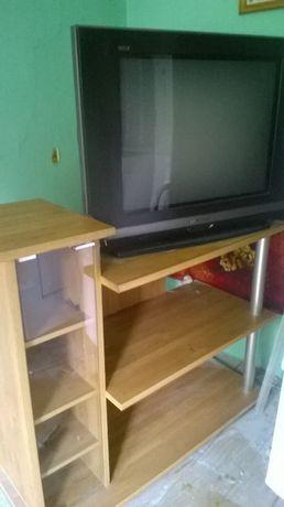 Telewizor i półka