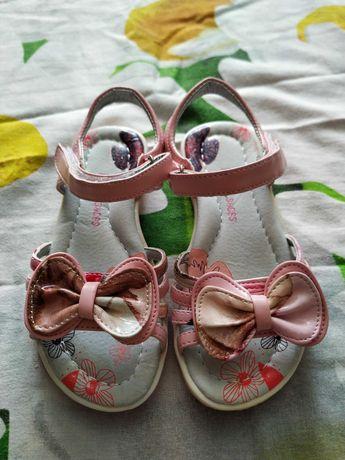 Новые розовые босоножки для девочки 27р.
