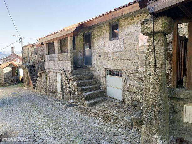 Casa em pedra na zona Gerês em fase final de acabamentos