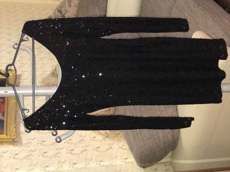 Чёрное платье с блёстками размер М+тянется Тячев - изображение 1