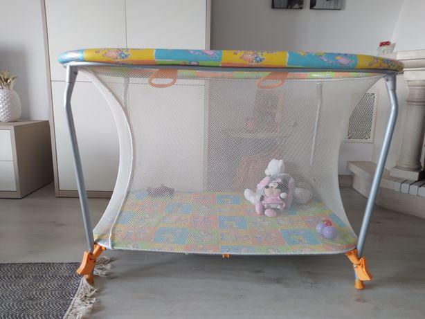 Parque de bebé em bom estado