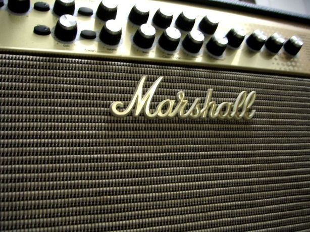 Amplificador de guitarra Marshall AVT-100 TRIBUTE